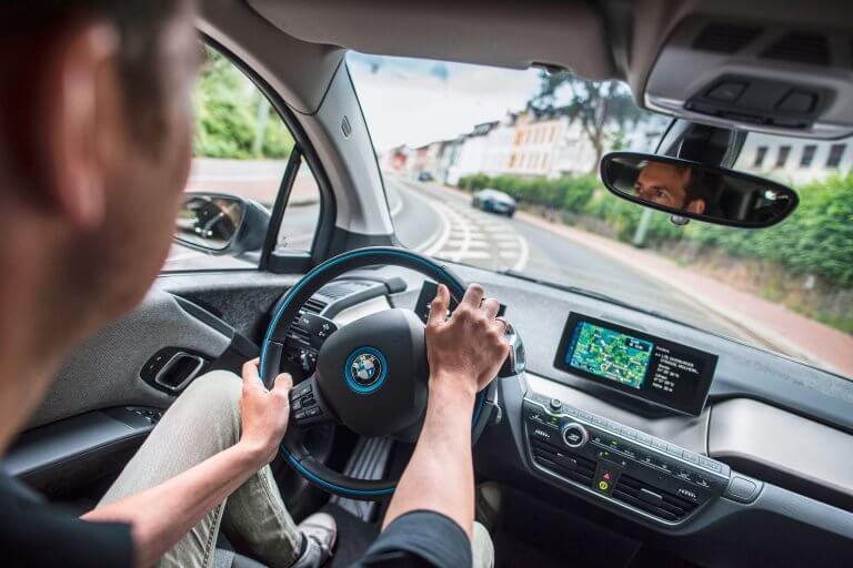 So ein Elektroauto fährt sich toll. Kurze Reaktionszeiten, rasche Beschleunigung und null Emissionen.